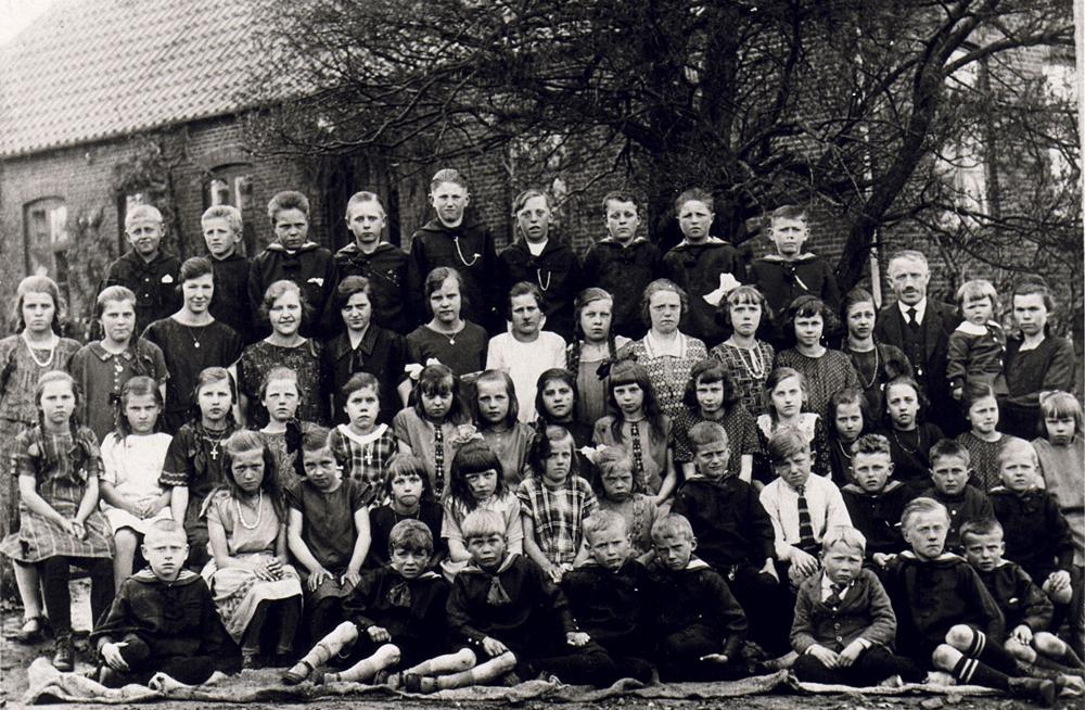 1925 - klik på billedet for navne. BEMÆRK. Det er samme billede som ovenfor - men en anden datering og lidt anden navneliste.