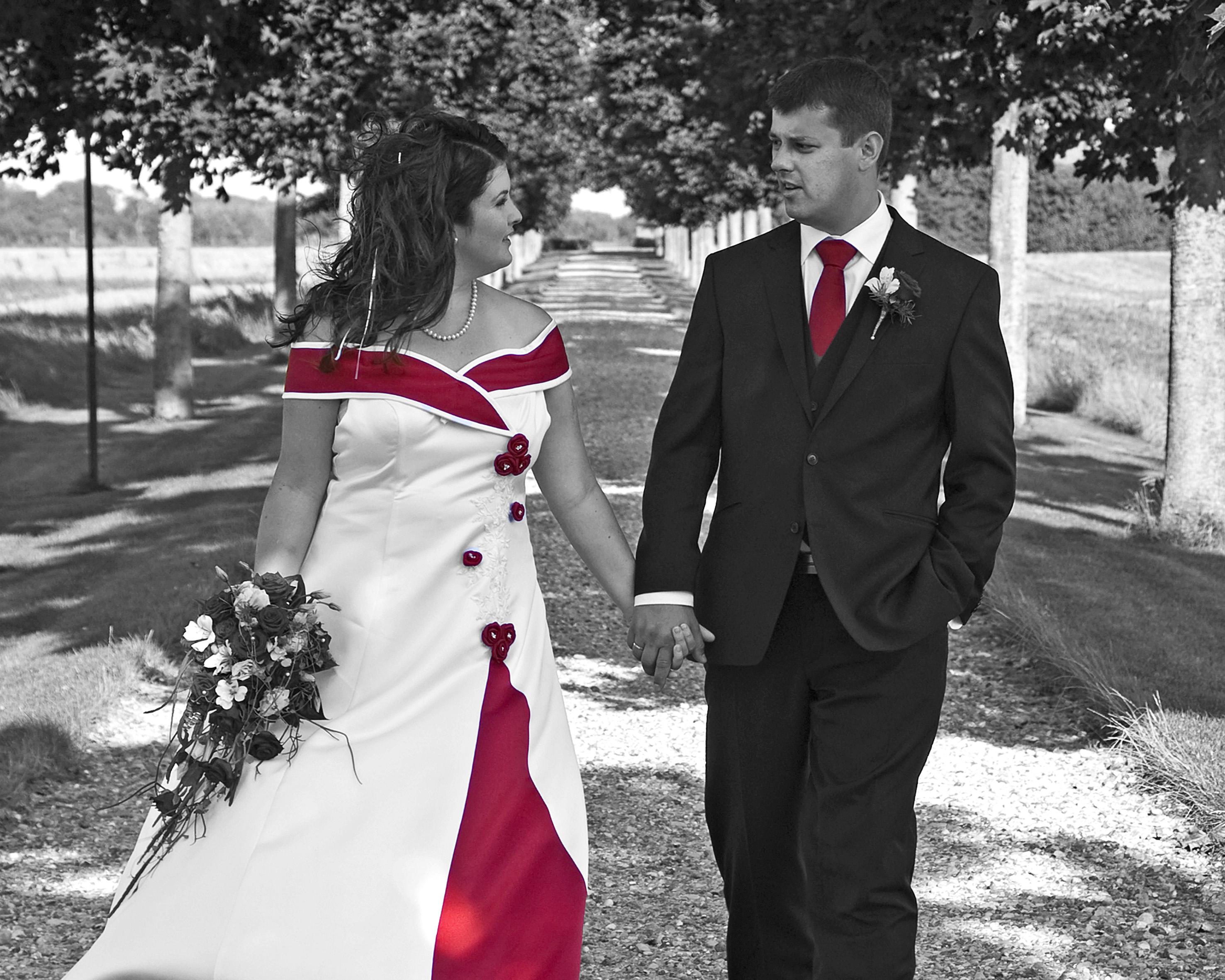 Bryllupsfotografering - Brudepar I Sort/hvid Med Farve