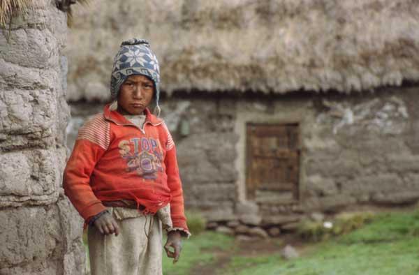 Peru_dreng_v_hus_600p_7874