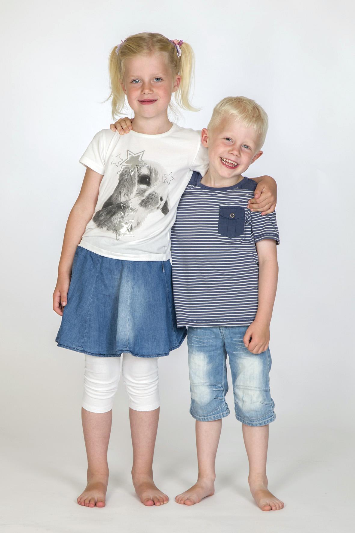 Børnefotografering - 2 Børne Med Bare Tæer