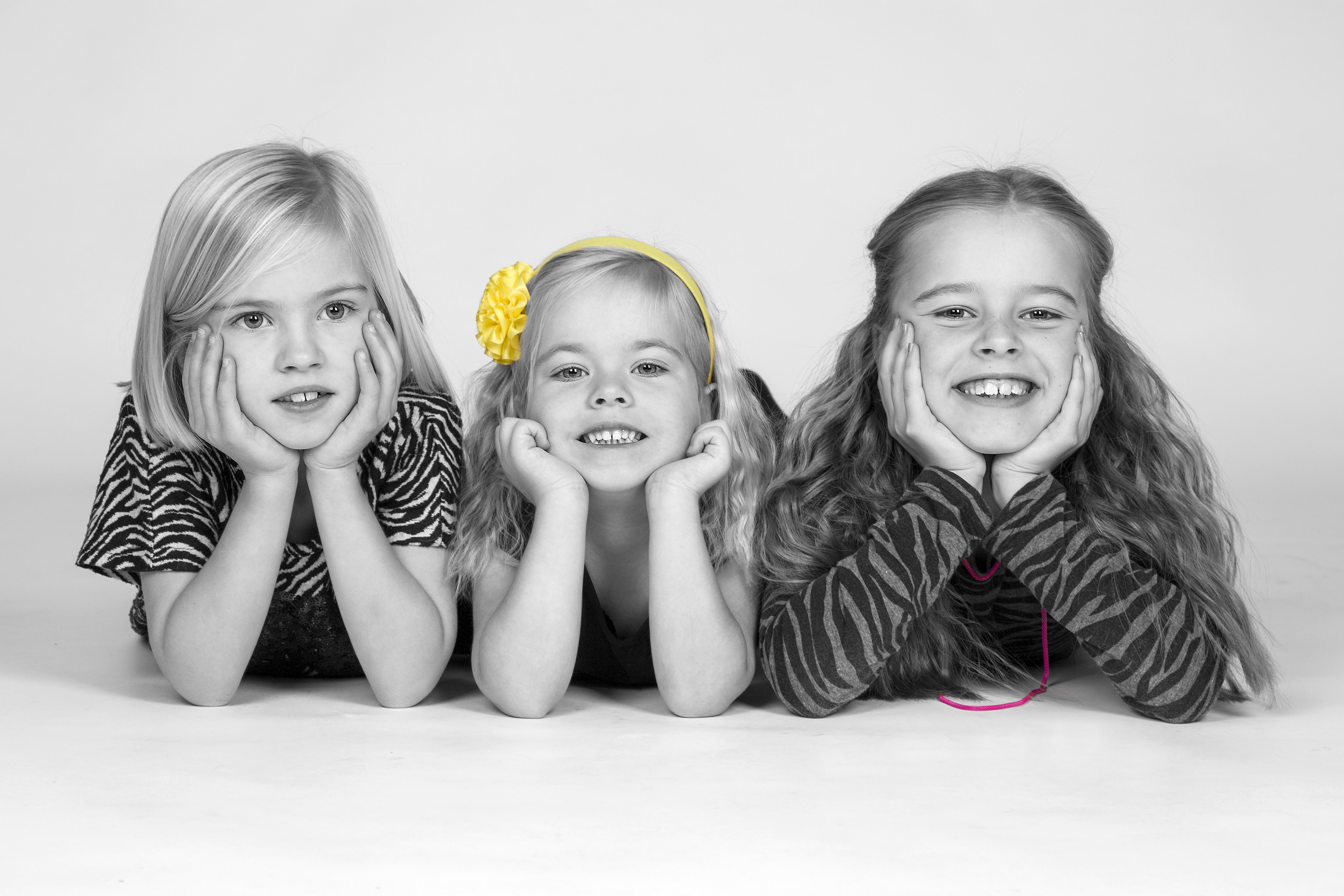 Børnefotografi - 3 piger sort-hvid med farve