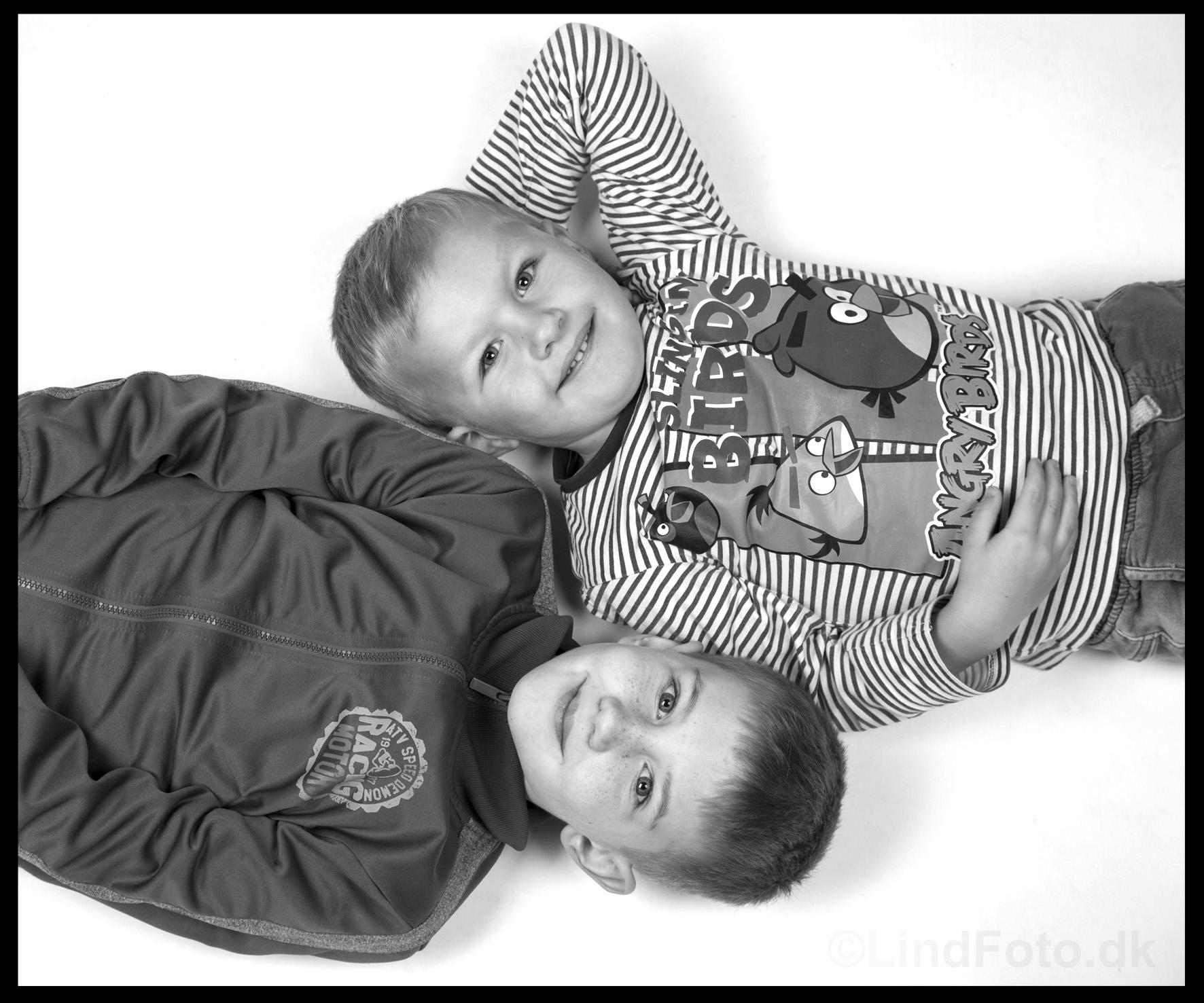 Børnefotografering - 2 drenge fra oven